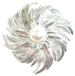 Sarah Coventry - Vintage Faux Pearl And Silver Tone Brooch - Signed - C. 1950's