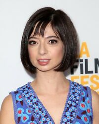 Kate Micucci / The Big Bang Theory 8 X 10 / 8x10 Glossy Photo Picture Image 2
