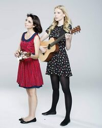 Kate Micucci And Riki Lindhome / Garfunkel And Oates 8 X 10 Glossy Photo Picture