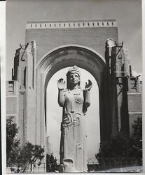 Large 1939 Ggie World's Fair Photo Of Art Deco Statue And Archway 1