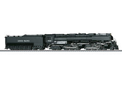 Marklin HO 39911 klasse 3900 Challenger American Freight Steam Locomotive with a