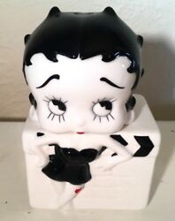 Betty Boop 2 Piece Set Figurine Salt And Pepper Shakers Black And White 1995