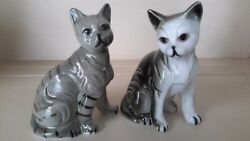 VINTAGE PAIR OF SITTING CAT FIGURINES PORCELAIN CERAMIC MADE BY LEGO