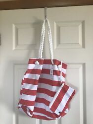 Beach my Old Navy lined tote bag with detachable zippered pouch.