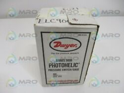 Dwyer Photohelic 3302 Pressure Switch 1-1 In. Of Water New In Box