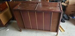 Magnavox Model 1st611r Stereophonic Console. Mahogany.