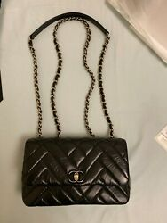 CHANEL Flapbag Mini BLK 19K Classic Design (already sold out in all store) New!!