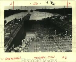 1984 Press Photo Cruise Liner Sagafjord Enters A Lock In The Panama Canal