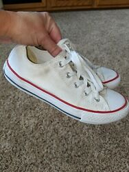 Converse All Star Kids Sz. 1.5 White Classic Lace Sneaker. Great Pair $17.99