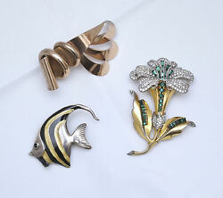 A Fish, A Flower, A Bow - Pins/brooches/bow