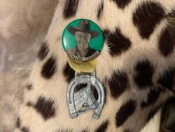 Vintage Cowboy Rodeo Hopalong Cassidy Pin Back With Ribbon And Horse Shoe Charm
