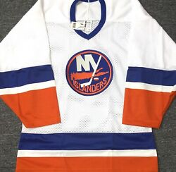 Vintage-men-nwt-small Ny Islanders White/home Nhl Licensed Bauer Hockey Jersey