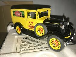 Danbury Mint Coca Cola 1931 Delivery Truck W/ Box And Paperwork And 24 Coke Crates