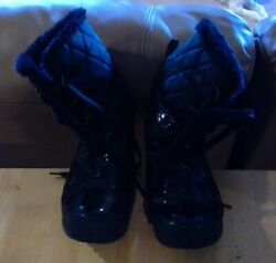 Snow Rain Boot Quilt Top Soft Fleece Inside Totes Women#x27;s Size 9 Slightly Used $21.00