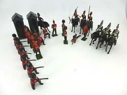 Vintage 60and039s Group Of 25 Metal Britains Toy Soldiers And 2 Guard Houses + Extras