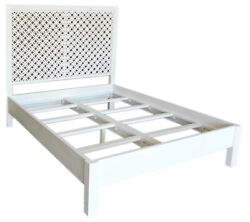 85 Pasqualina Queen Bed Traditional White Paint Finish Solid Acacia Wood