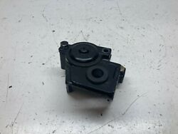 C4 Mercury Outboard Oem Thermostat Poppet Valve / Bracket 66844 35 40 Hp And03972-86