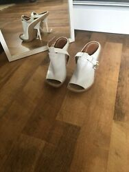 Auth Givenchy women White leather cork shoes 375 $199.00