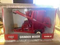 1/16th Scale Case Ih Feed Grinder Mixer White Wheels Britains Box