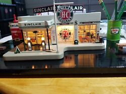 Vintage Sinclair Miniature Gas Station With Clock By Danbury Mint Bundled With.