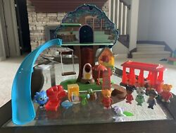 Rare 3-in-1 Daniel Tiger Transformation Treehouse Set W Trolley And Extra Figures