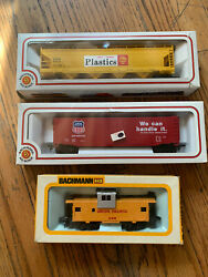 Lot Of 3 Bachmann Ho Scale Shell Chemical Train,union Pacific Cart And Caboose