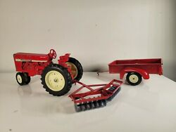 Rare Vintage Ertl International Tractor 1/16 + Wagon And Plow Red Lot Trailer