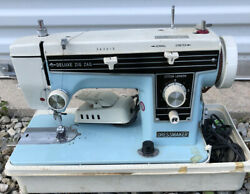Vintage Dressmaker Deluxe Zig-zag Sewing Machine With Foot Pedal And Case