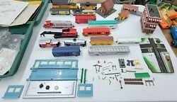 Large Lot Of Life-like And Tyco Ho Scale Train Parts. For Parts Or Repair Read.