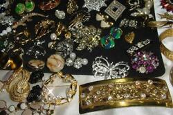 Vintage Lot Of Costume Jewelry Includes 30 Pins/ Brooches  2046