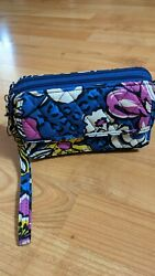 Vera Bradley All In One Crossbody For iPhone 6 NWT Floral Design. $25.99