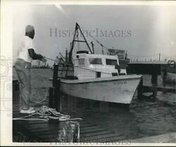 Press Photo Man Tying Off Boat At Dock Near Fred Christilles Fishing Business