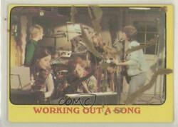 1971 Topps Partridge Family Yellow Border Working Out a Song #40 qp4