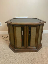 Magnavox Vintage End Table With Record Player And Am/fm Stereo