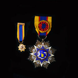Wwii Chinese Order Of Resplendent Banner Clouds And Banner 6th Class Badge
