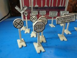 Lionel 14 Detailed Road Signs 6-2108 With Original Box       5-143-5