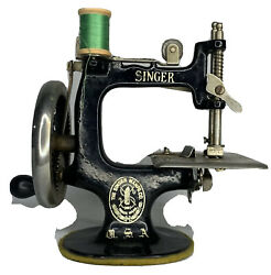 Antique 1922 Singer Model 20 Childs Metal Usa Toy Sewing Machine Sew For Dolls