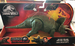 Jurassic World Dino Rivals Triceratops Action Figure