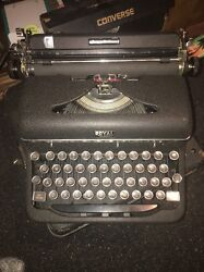 Like New Antique 1941 Royal Quiet Deluxe Typewriter