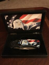 COLLECTOR AMERICAN FLAG & EAGLE HEAD KNIFE IN DISPLAY BOX