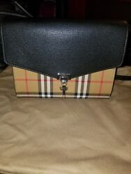 Authentic New Burberry medium black leather Mackenzie crossbody