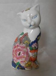 Chinese PorcelainCeramic Famille Cat figurines with seal mark