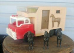 Vintage Plastic Andy Gard Stables Horse Hauler With 3 Horses