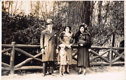 R193158 Man And Women And Child. Old Photography. Postcard. Hats And Coats