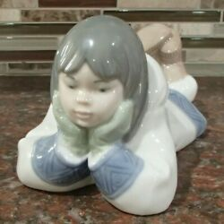 Nao By Lladro 1298 Dreaming On The Ice Eskimo Inuit Girl On Her Stomach - Mwob