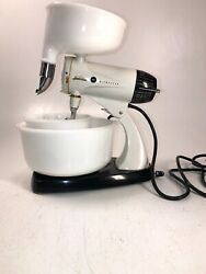 Sunbeam Mixmaster Model 12 Mixer W Beaters And Milk Glass Bowls Glassbake And Juicer