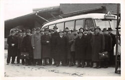 R301839 Many Men In Hats And Coats Are Standing By The Bus. L. And B. Rp