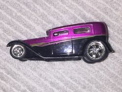 Jada Toys D-rods '31 1931 Ford Model A Black And Purple Die-cast 1/64 Scale