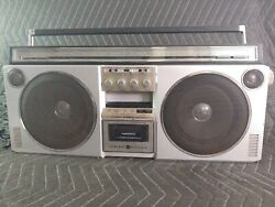 Vintage Ge General Electric 3-6000a Am/fm Cassette Boombox Radio