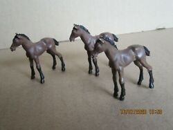 246n Britains Toys Plastic Bundle Animals Of Farm 3 Foals Brown H 1 7/8in